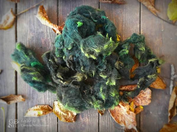 braune rohwolle grün gefärbt