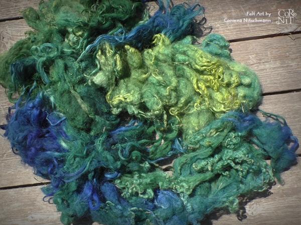 Gemischte Wollsorten gefärbt